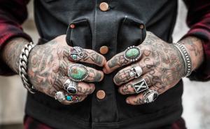 gioielli uomo di tendenza anelli bracciali skull