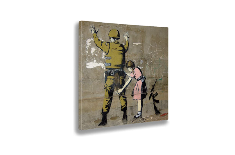 stampa Banksy - Ragazza perquisisce soldato